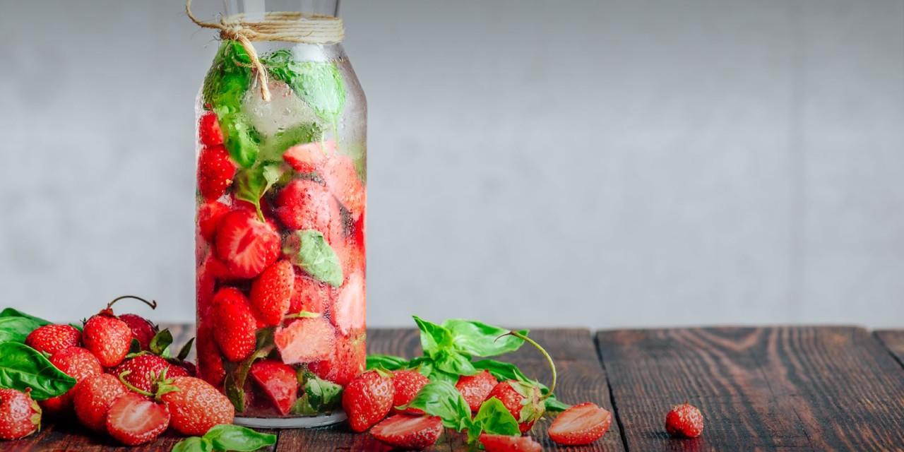 Erfrischung gefällig? Dann unbedingt diese Erdbeerlimo ausprobieren! Foto: electrolux.ch