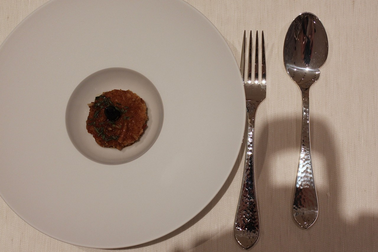 Kompakt angerichtetes Rinds-Tartar. Foto: Lunchgate/Selina