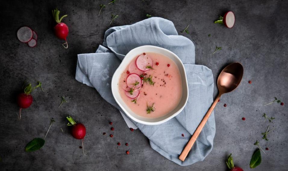Können wir über die Farbe dieser Radieschensuppe sprechen? So cool! Foto: ihana.eu