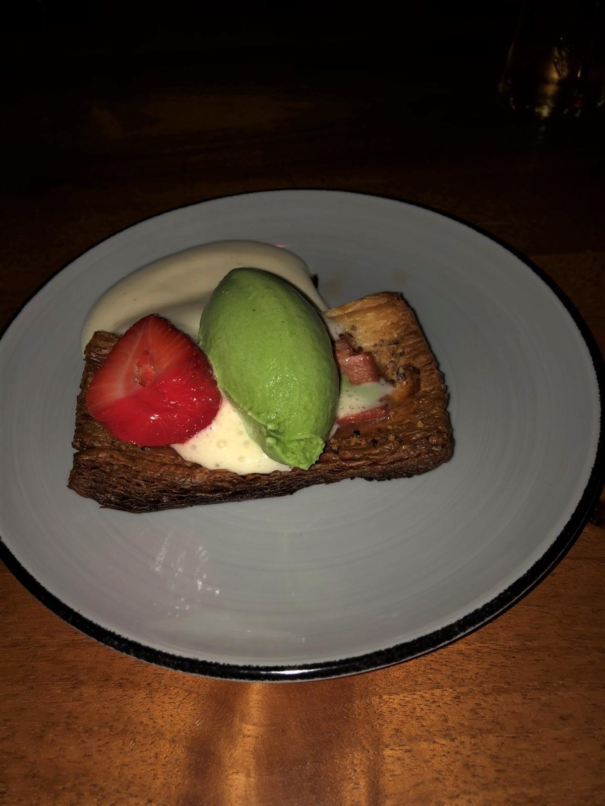 Frühlingshafte Farben im Dessert. Foto: Lunchgate/David