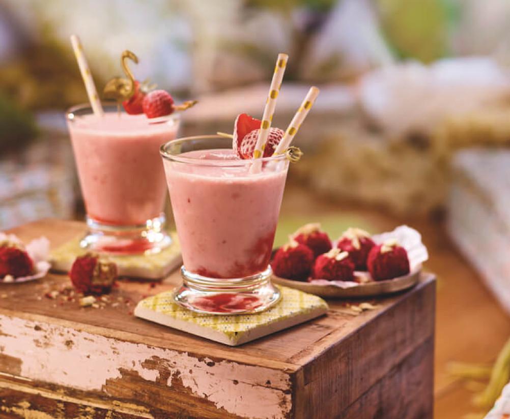 Die Erdbeerzeit wird zusätzlich versüsst durch Mandelbaileys. Foto: styleheads.de