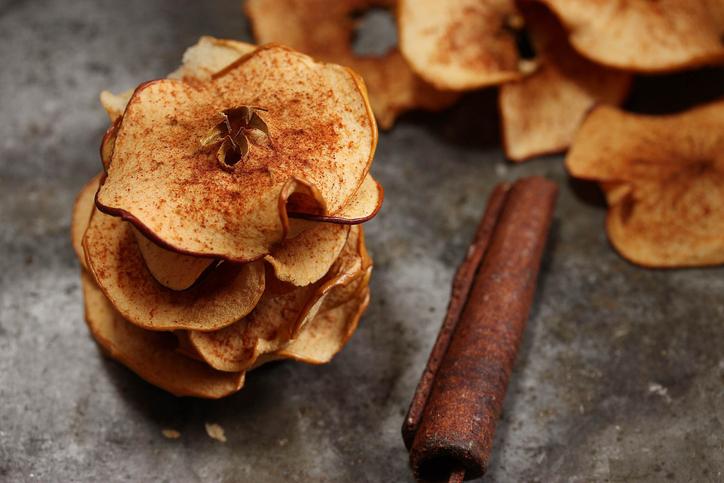 Leckerer Snack für zwischendurch: selbstgemachte Apfelchips! Foto:
