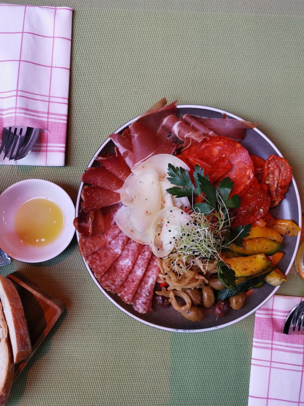 Schöne Antipasti zu fairen Preisen. Foto: Lunchgate/Max