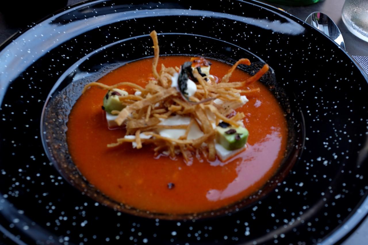 Das ist eine Tomatensuppe, wie du sie bestimmt noch nie gegessen hast in der Schweiz. Foto: Simone