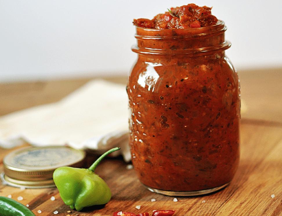 Achtung hot: Diese Chilisauce ist nichts für schwache Nerven! Foto: kathiescloud.com