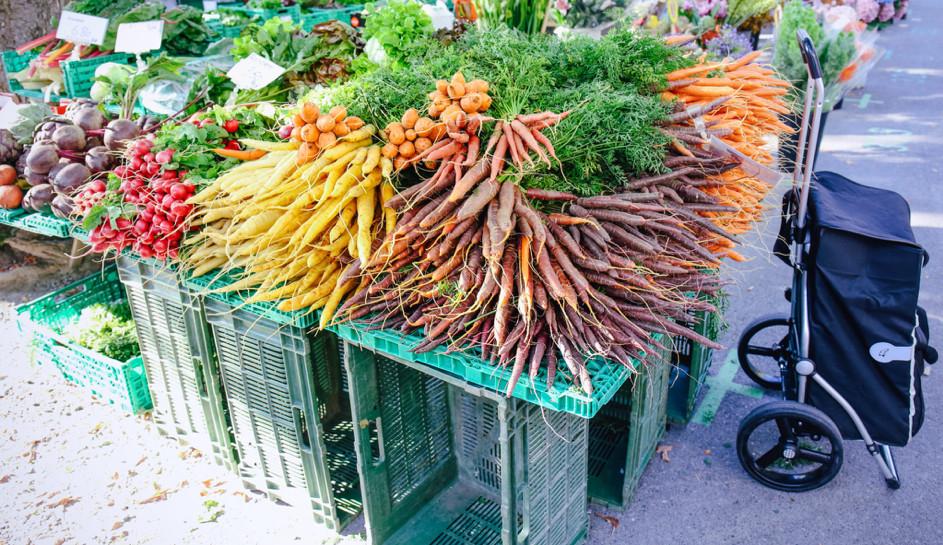 Viel frisches Gemüse gibt's an der Milchbuckstrasse jeden Dienstag und Freitag.