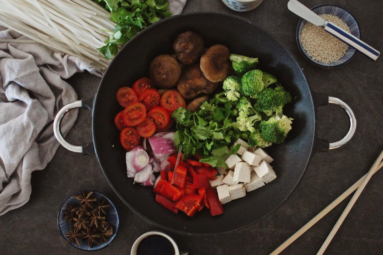 Sehen auch unverarbeitet lecker aus: die Zutaten für die asiatische Gemüsepfanne. Foto: Lunchgate/Selina