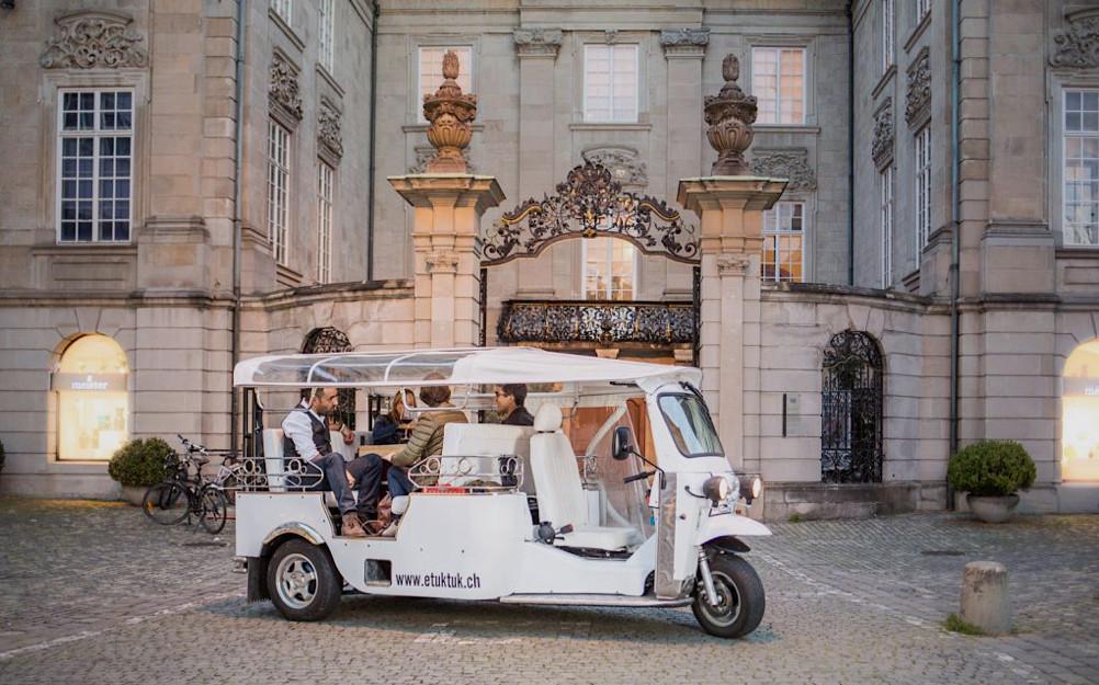 Wie wär's mit einem Weihnachtsessen auf Rädern? Foto: tuktuk.ch