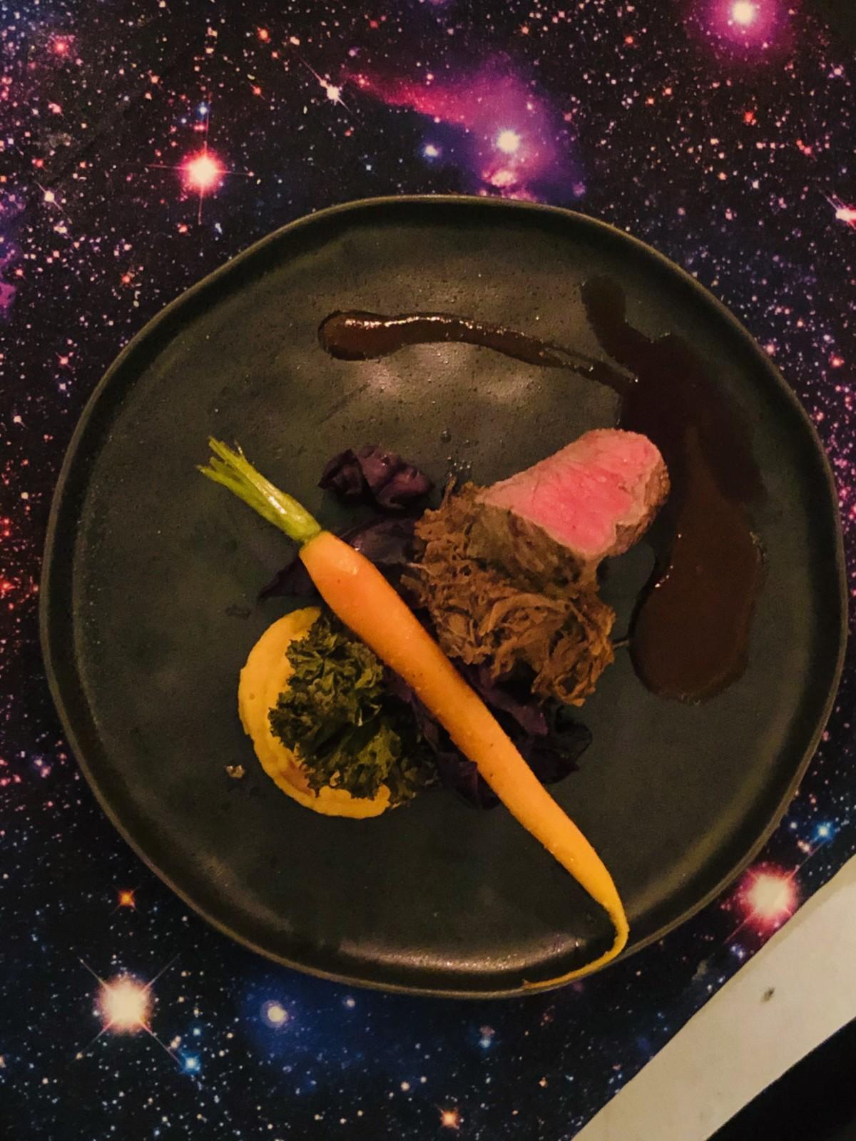 Hauptgang - Mutter Erde: Pulled beef und Entrecote - schön zart!  Foto: Lunchgate/Daniel