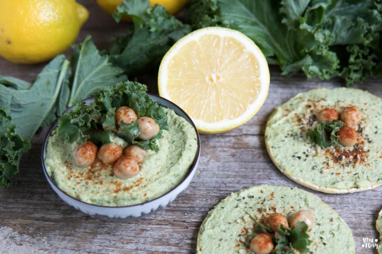Praktisch: Federkohl-Hummus eignet sich perfekt als Vorspeise! Foto: mrsflury.com