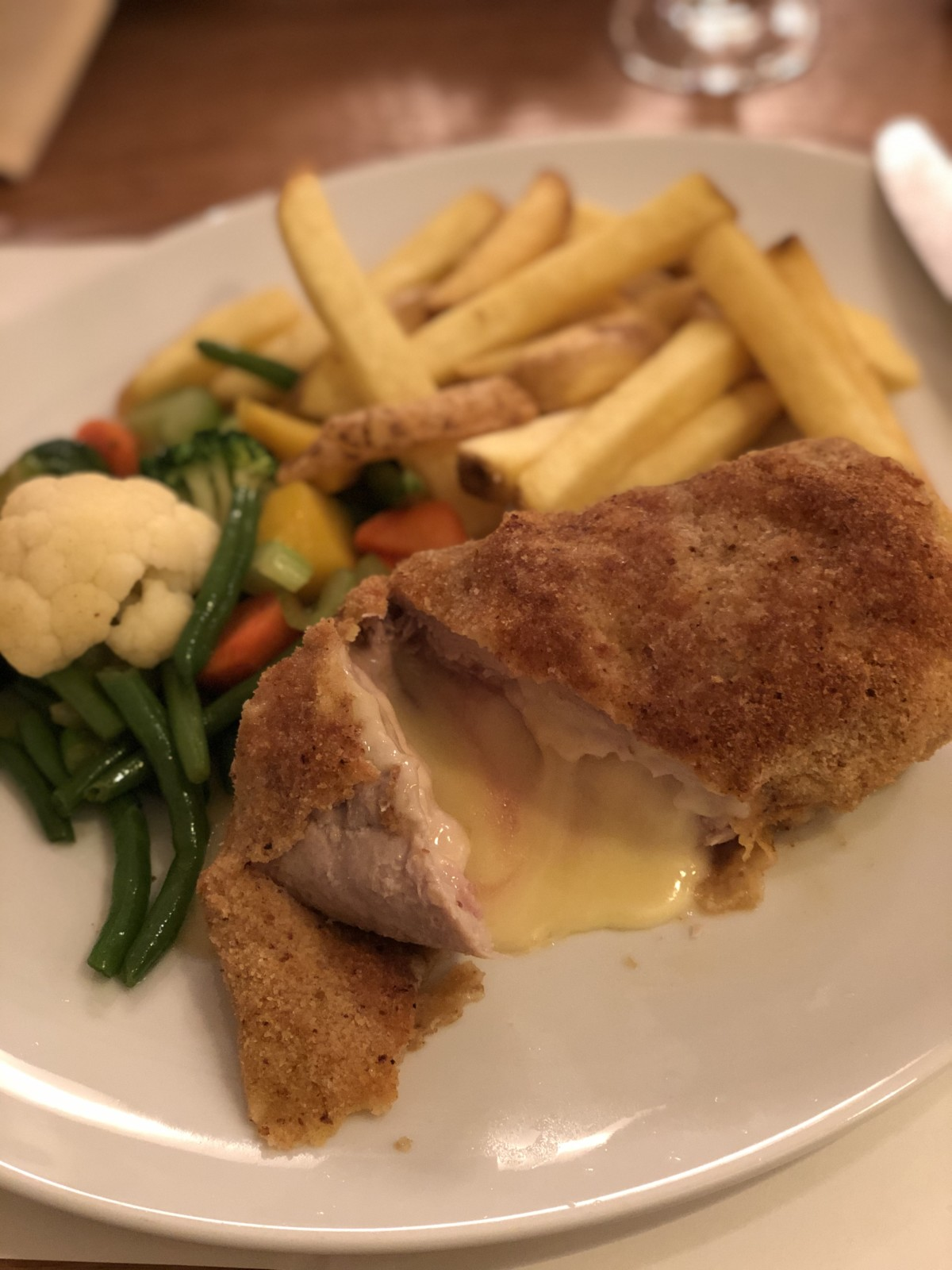"Cordon Bleu a la ""Alpenblick"" - zum dahinschmelzen! Foto: Lunchgate/Daniel"