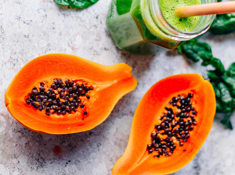 Erfrischender Smoothie gefällig? Die Lösung ist dieser Smoothie mit Spinat, Ananas und Papaya! Foto: klaraslife.com