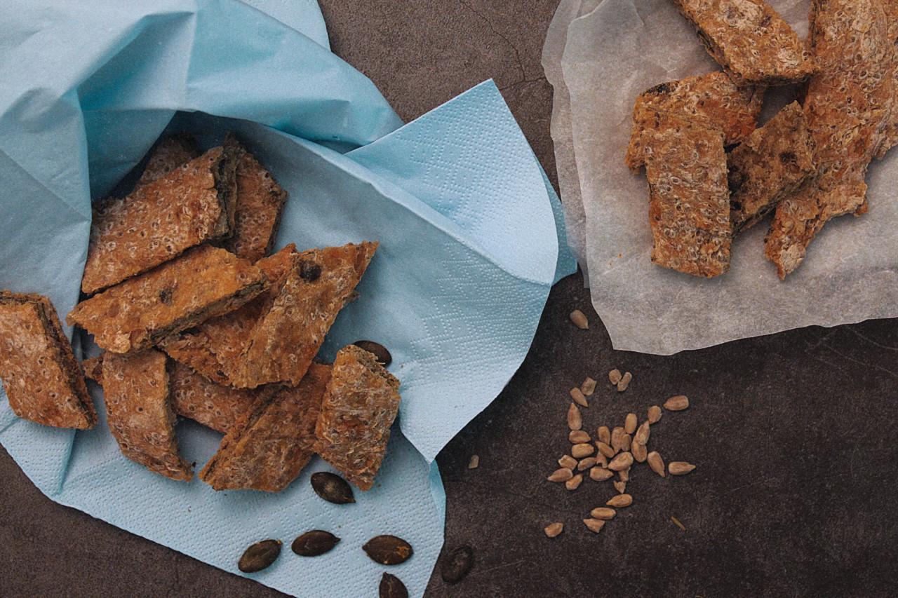 Eine Menge Samen und Kerne: In diesen Crackern steckt viel Gutes! Foto: Selina/Lunchgate