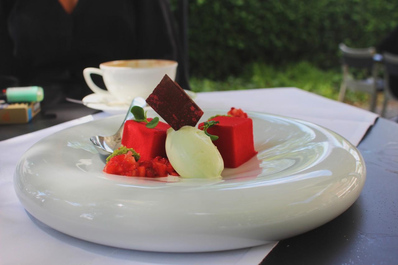 Ein krönender Abschluss: Erdbeer-Entremet. Foto: Lunchgate/Sydney/Marina