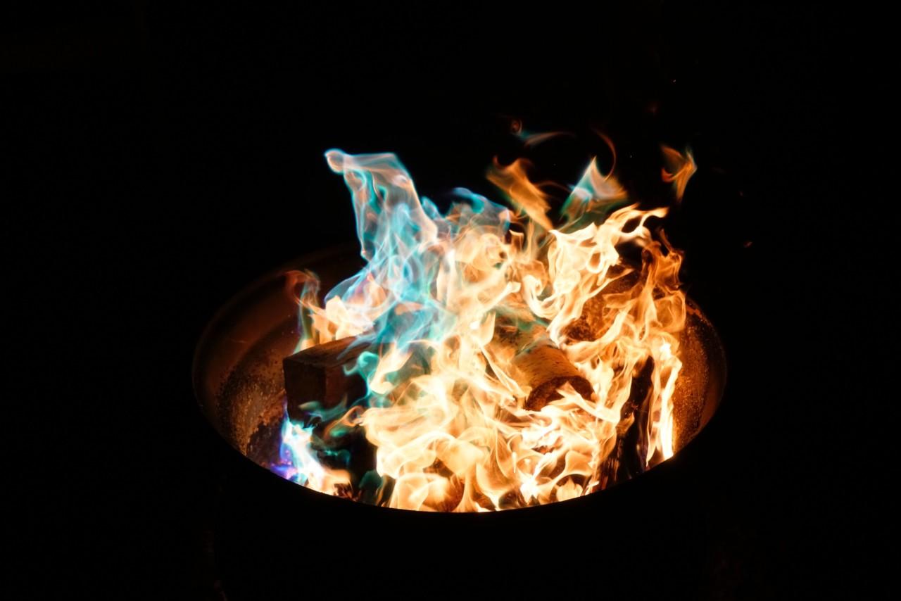 Loderndes Feuer ist zwar schön, aber im Park nicht angebracht. Foto: Unsplash/ Chris Rhoades