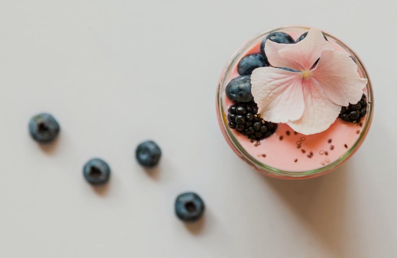 Exotische Chia-Samen waren einmal: Leinsamen können ebenfalls zu so einem Pudding verarbeitet werden. Foto: unsplash.com