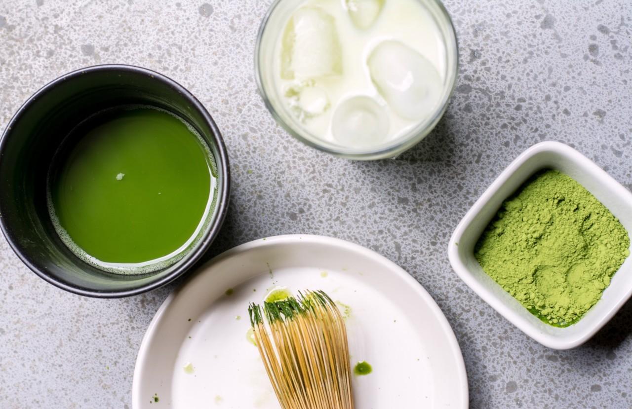 Matcha ist grün, praktisch und gesund – genau wie Spinatpulver! Foto: unsplash.com
