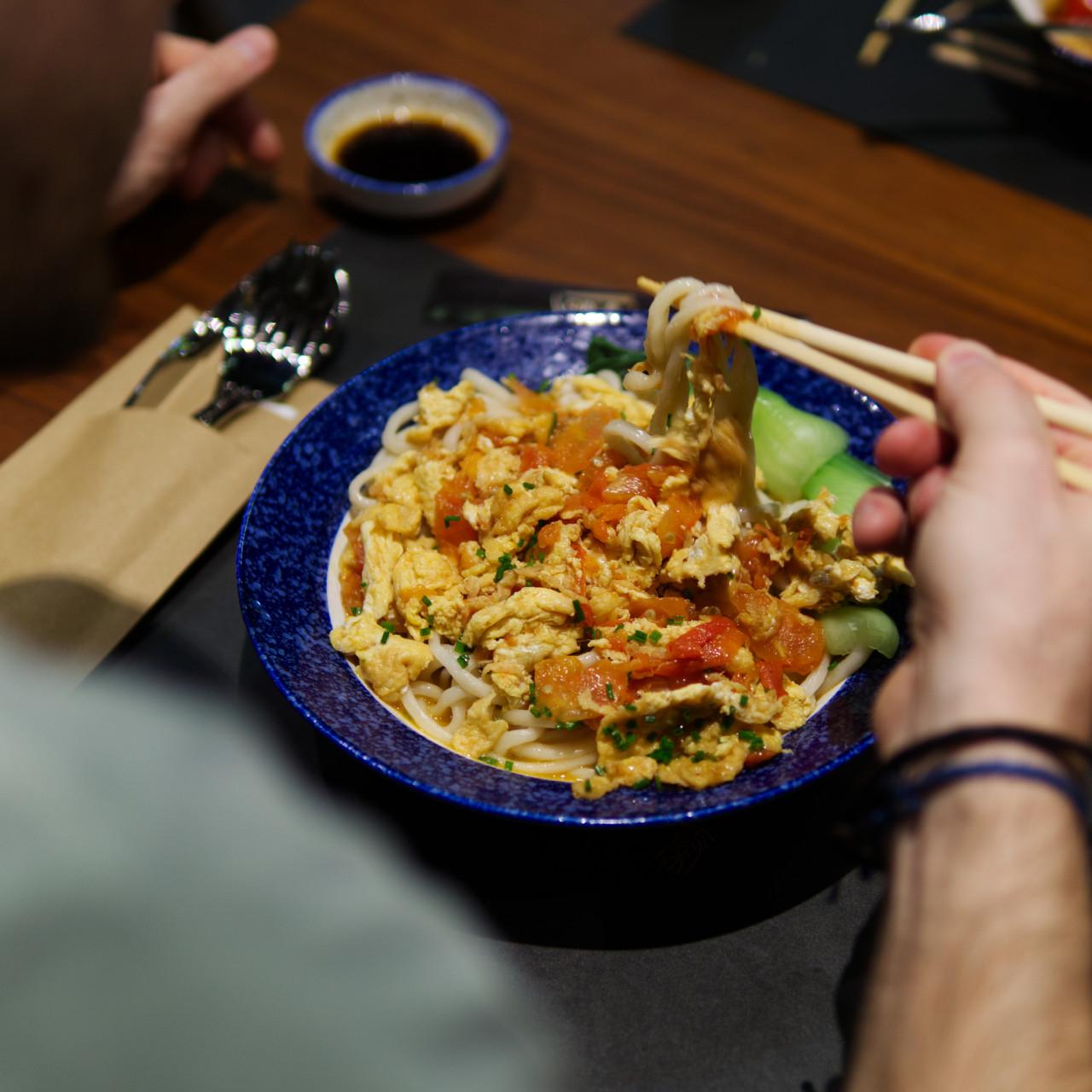 Vegi Nudel Gericht - man kann sich fast nicht satt genug essen! Foto: Lunchgate/Daniel/Ruedi Beck (Nuxara Productions)