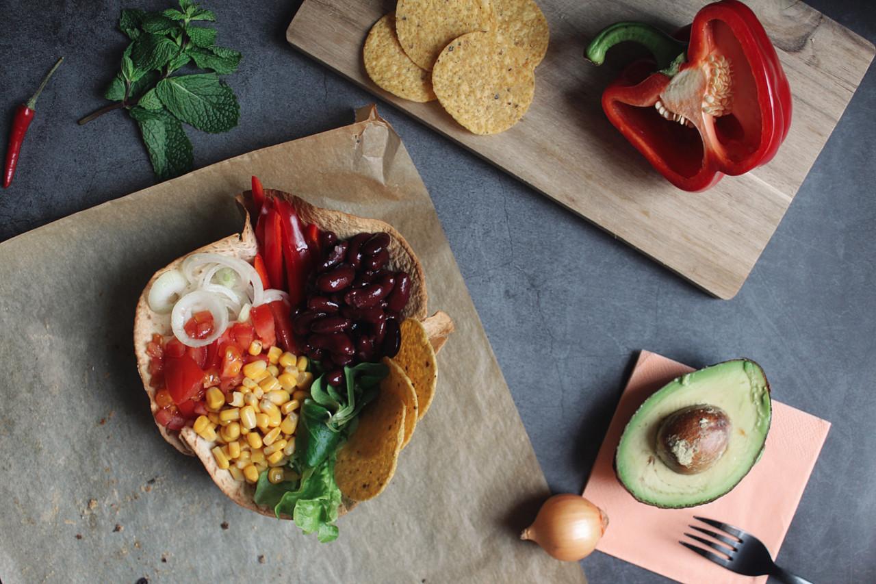 Farbenfroh: Tortilla Bowl > Rainbow Bowl! Foto: Lunchgate/Selina