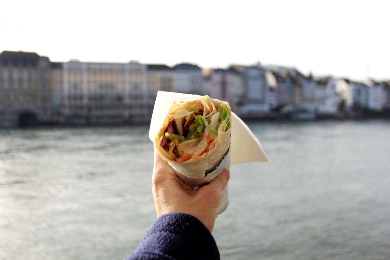 Mittagessem am Rhein – klassisch Basel. Foto: Lunchgate/Selina