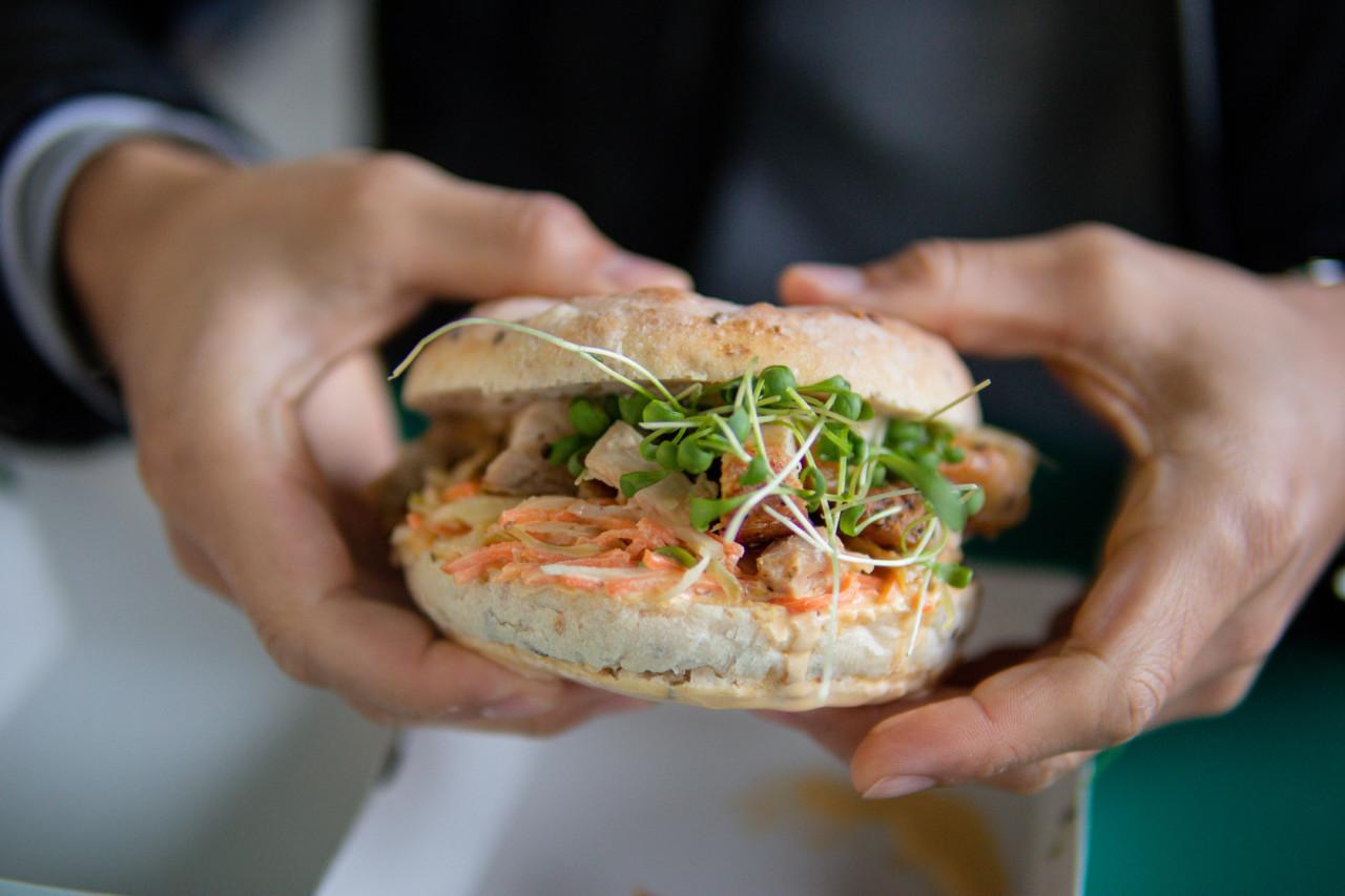 Hüttensandwich alias Chicken Burger. Foto: Lunchgate/Daria