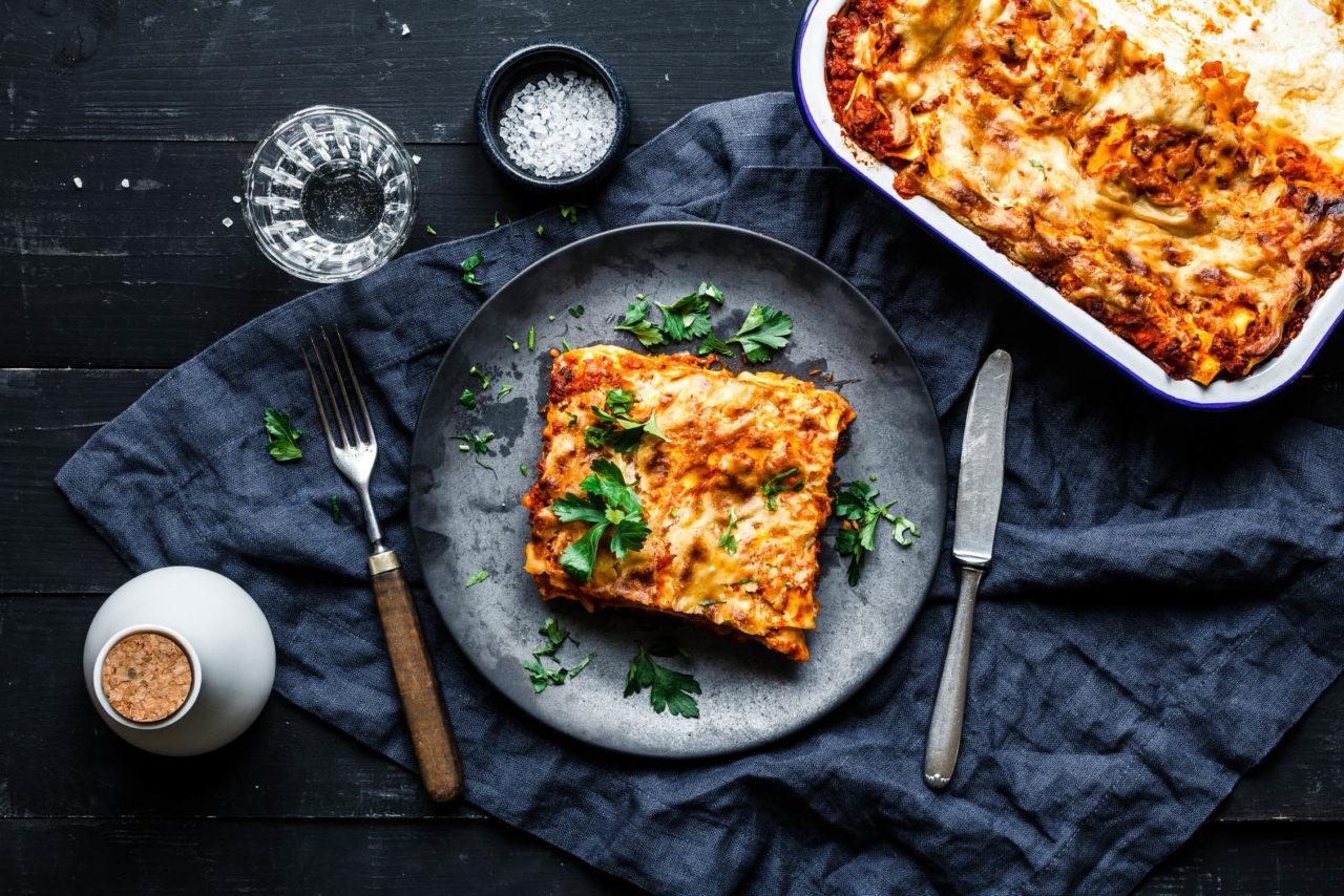 Keine Lust auf eine Gemüselasagne? Mit diesem veganen Ragù auch nicht nötig. Foto: eat-this.org