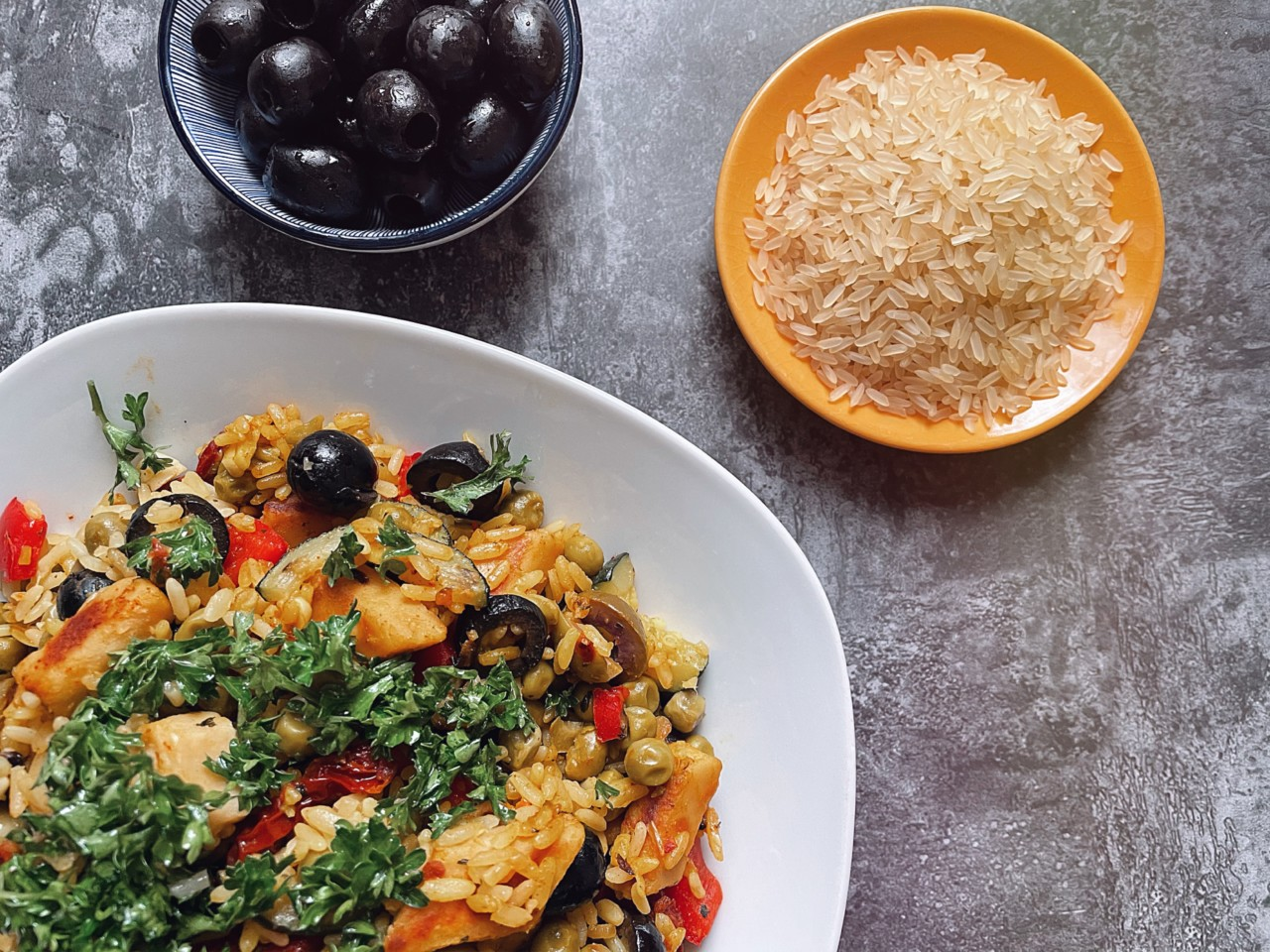 Perfekt für die wärmere Jahreszeit: eine vegane Paella! Foto: Lunchgate/Selina